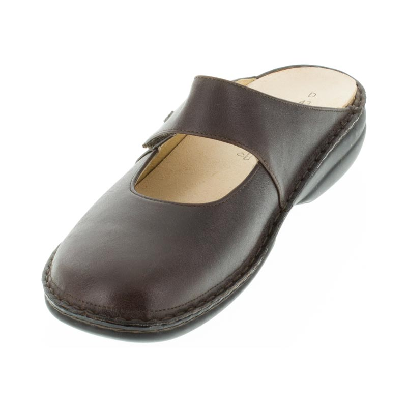 Finn Comfort Stanford Kaffee Leather front right side right shoe