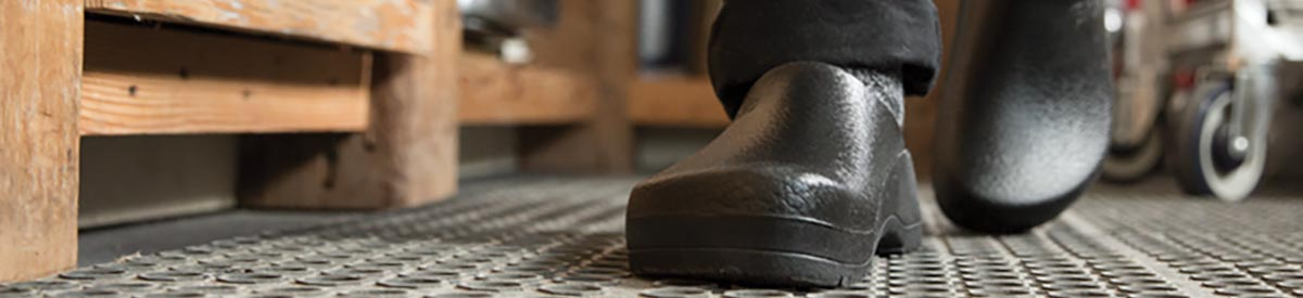 Casual Comfort with lots of Support - Buy Men's Clogs at HFP